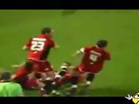 Celebra el gol y se lía a hostias